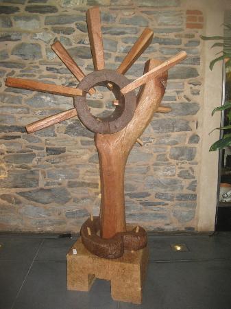 Lancaster Arts Hotel: Lobby art