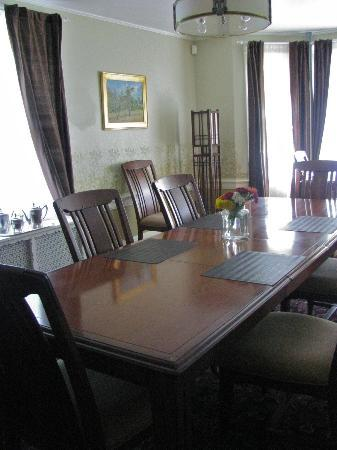 The Post Cottage: Dining Room