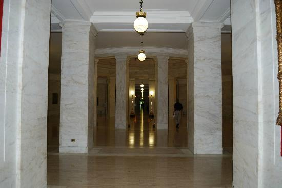 State Capitol: lower corridor