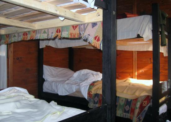 Estacion Cayasta : Habitación extra c/2 camas cuchetas, aire f/c, ventana al frente y atras