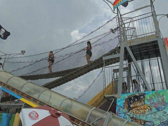 Casino Pier & Breakwater Beach Waterpark: obstacle course!