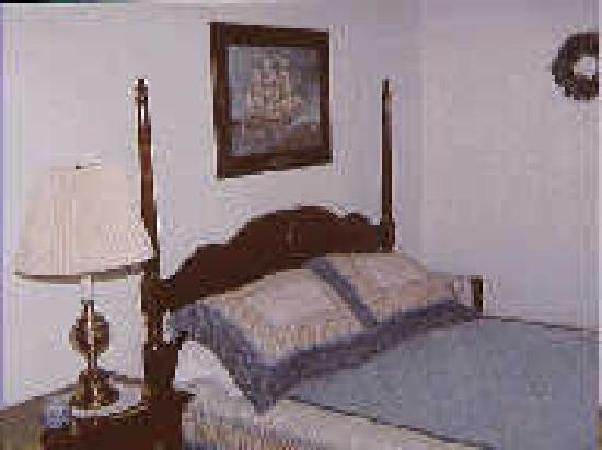 Chesapeake Inn of Lenox: After a great night's sleep