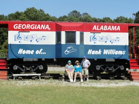 Hank Williams Boyhood Home and Museum : train next to the house