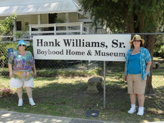 Hank Williams Boyhood Home and Museum : other sign on gate