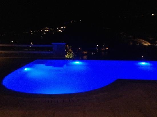 Nissaki Boutique Hotel: Pool at night
