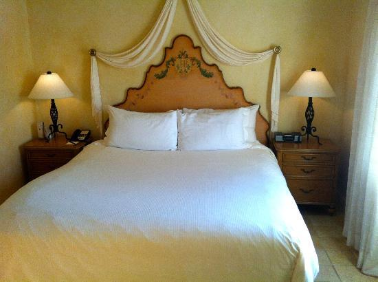 The Biltmore Hotel Miami Coral Gables : Luxurious Bed