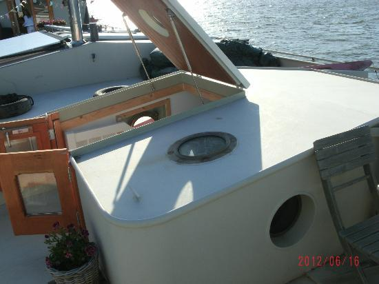 Boat & Breakfast de Dageraad: The entry hatch