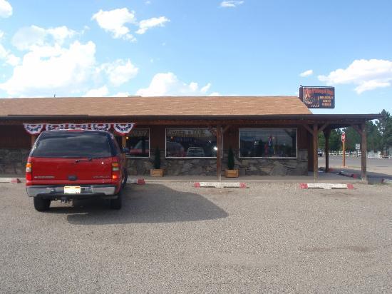 The Village Inn Motel & Restaurant : Parking lot view
