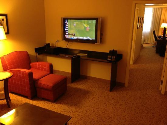 DoubleTree by Hilton Hotel Atlanta Downtown: Executive suite, not quite what you see online