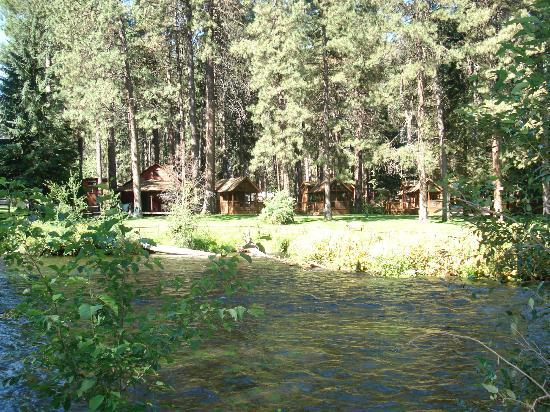 Cold Springs Resort and RV Park: Cold Springs Cabins from across the river