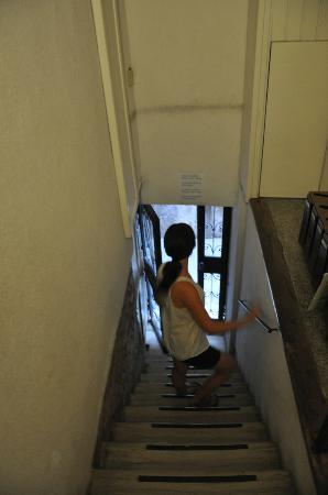 Hotel San Salvador: stairs into and out of the hotel!