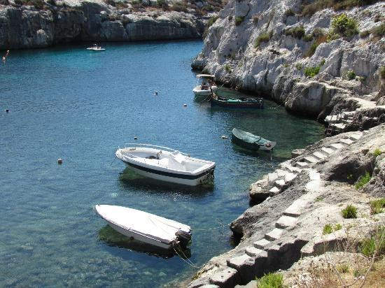 Amy's Guided Tours of Malta & Gozo - Tours : A hidden bay in Gozo