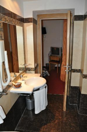 Hotel Galatea: luxurious bathroom