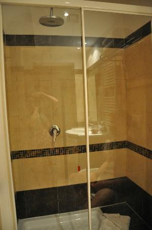 Hotel Galatea: Perfect shower