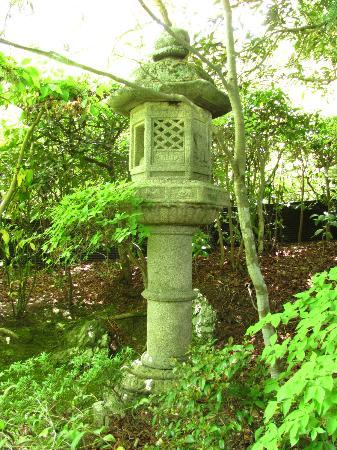 Okochi Sanso Garden: Stone lantern