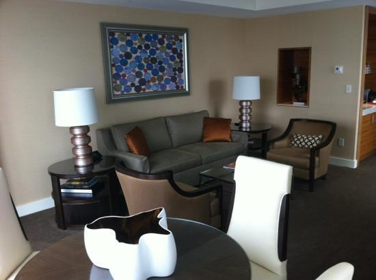 Four Seasons Baltimore: One bedroom suite living room