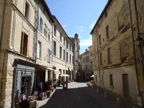 La Maison de La Bourgade : Beautiful streets of Uzes