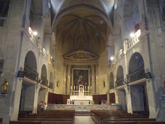 La Maison de La Bourgade : Church at Uzes