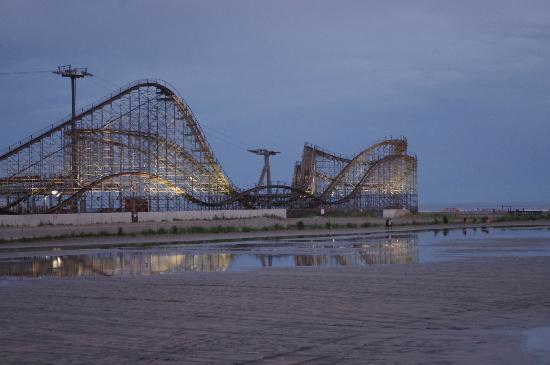 Morey's Piers and Beachfront Water Parks : Great White Coaster