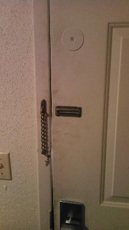 Days Inn Monett: Dirty front door