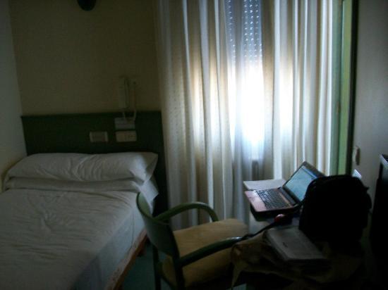 Navarra Hostal: Habitacion