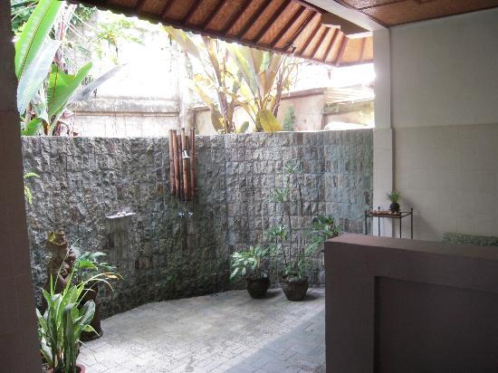 Taman Rahasia Tropical Sanctuary & Spa: Outdoor bathroom