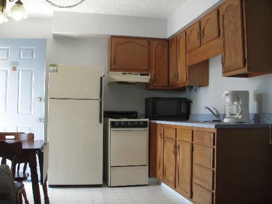 Travelers Suites: suite room with kitchen