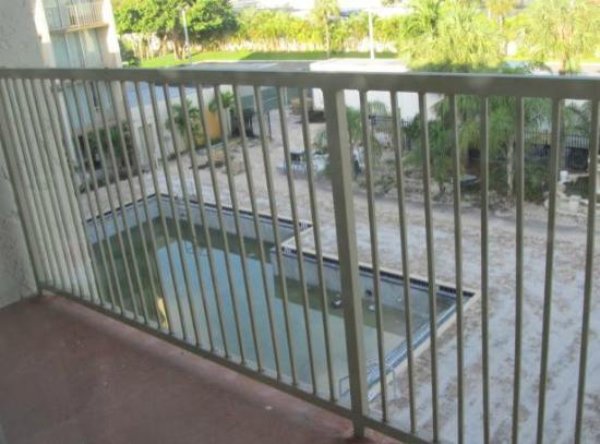 "Ramada Hialeah/Miami Airport: The ""under renovation"" pool."
