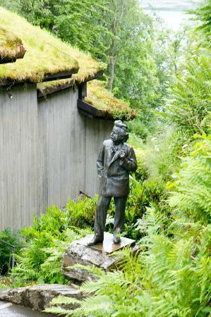 Troldhaugen Edvard Grieg Museum: Statue of Edvard Grieg at Troldhaugen
