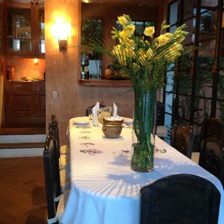La Casa Colibri: Dining table