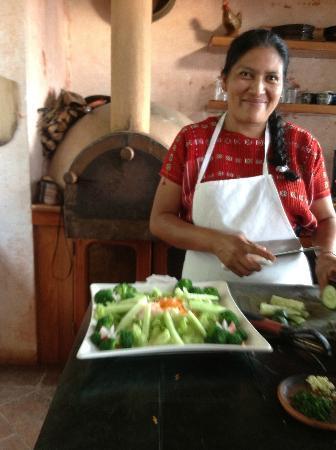 La Casa Colibri : Angela preparing dinner