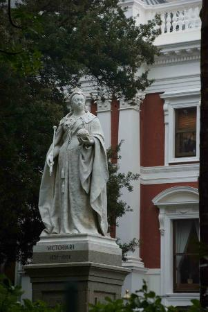 Parliament of the Republic of South Africa: Queen Victoria in the Parliament grounds