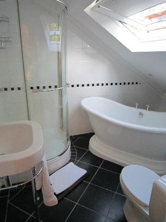 Villa Grande Guest House: Bath