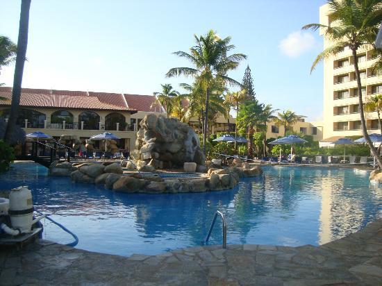 Occidental Grand Aruba All Inclusive Resort : piscina lugar de actividades