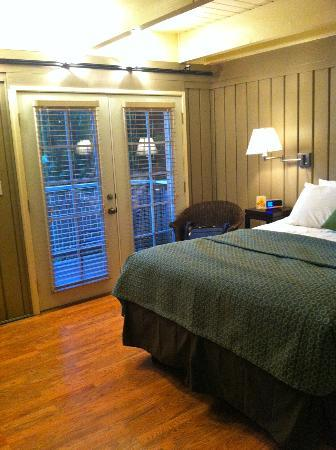 "Earthbox Inn & Spa : ""Water"" room"