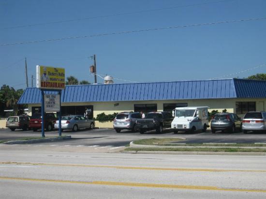 Blueberry Muffin Restaurant : Across the street from restaurant