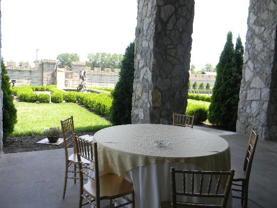 CastlePost: Outside Dining