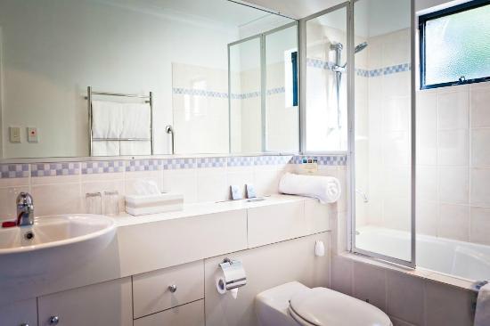 Beach House at Bayside: Garden Suite  Bathroom (downstairs)