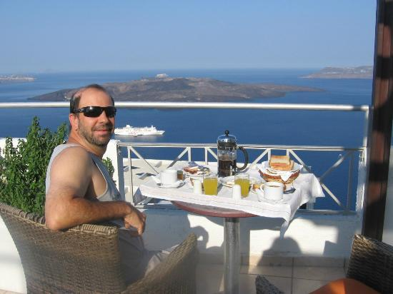 Theoxenia Boutique Hotel: Breakfast on the balcony served by the hotel!
