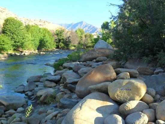 ‪سيكويا لودج: Kern River at Sequoia Lodge