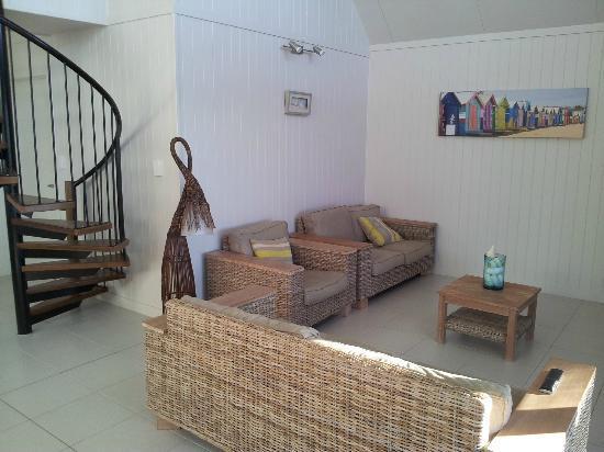 Beachcomber Motel: Inside sea view villa