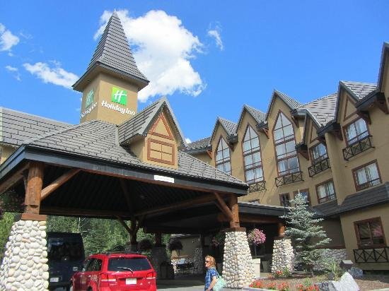 Holiday Inn Canmore : Hotel Entrance