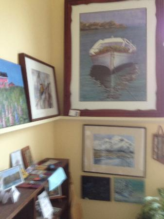 Mountain Driftwood Gallery & Lodging: Art Gallery