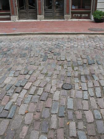 Laclede's Landing: Cobblestone streets