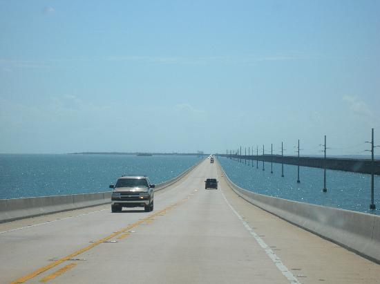 Seven Mile Bridge : Driving the 7 Mile Bridge, Florida