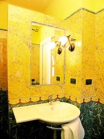 Hotel Le Lanterne : BAGNO CAMERA