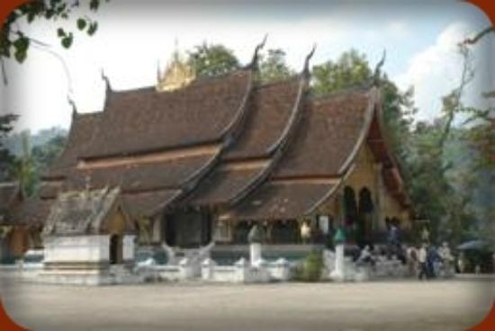 Salakphet Guesthouse: Wat Xieng Thong