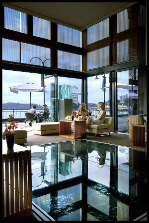 Pier One Sydney Harbour, Autograph Collection: Glass floor lobby