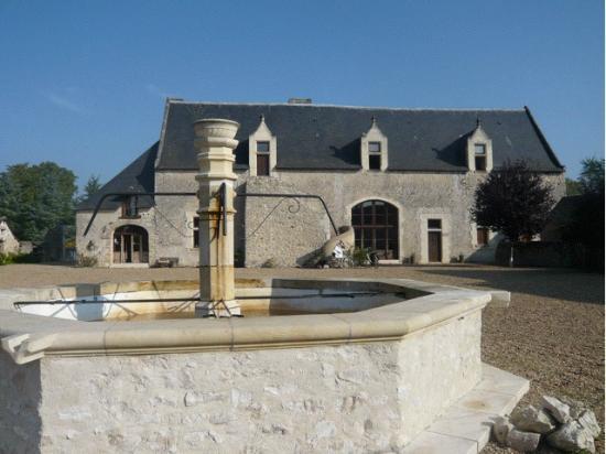 Le Vieux Chateau d'Hommes: Front of hotel