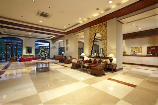 Chatrium Hotel Royal Lake Yangon: Lobby Area